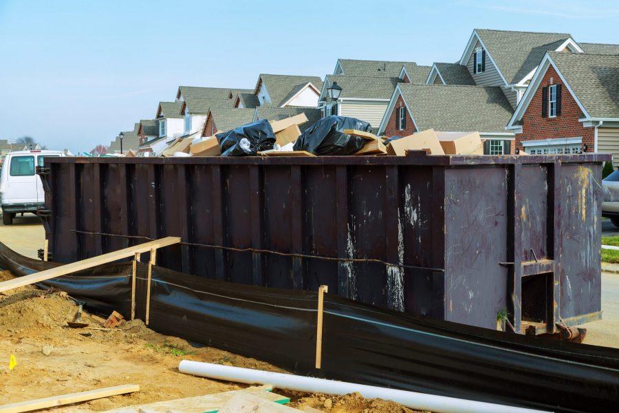 Nieuwbouwwijk met bouwcontainer